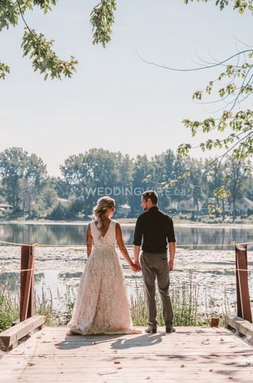 Beautyful Wedding beside river
