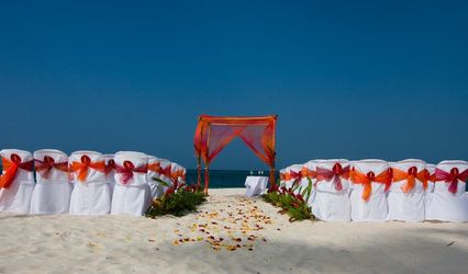 Pose Destination Wedding Travel