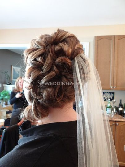 Bride w veil and updo