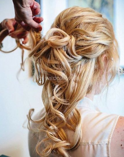 ALISA LYONS MAKEUP AND HAIR