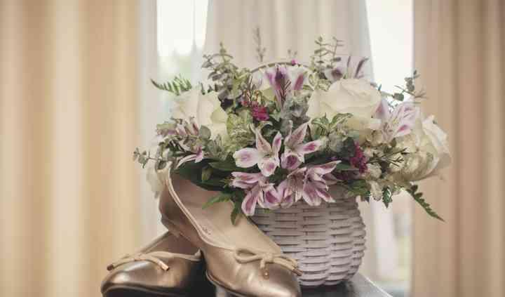 Bridal basket with balet flats