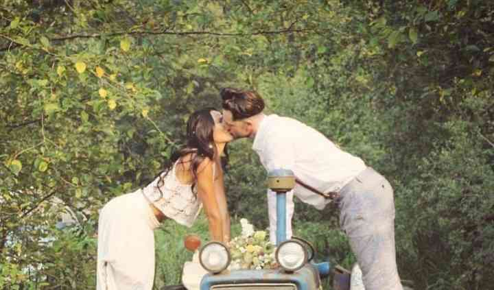 Kiss on the tractor