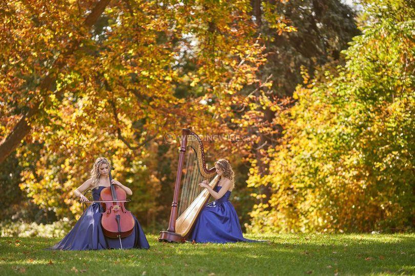 Twin sisters Naomi & Heather