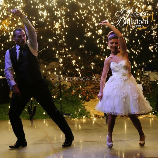 Wedding couple dancing hustle