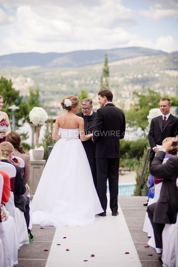 Outdoor lake view ceremonies