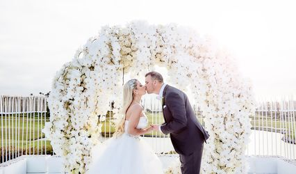Love Notes Video Booth and Flawless Photo Booth by Wedding Reps Studios