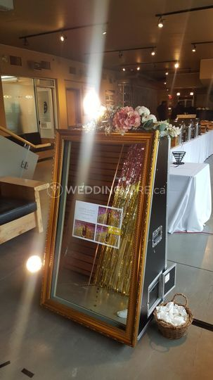 Mirror Booth with Frame