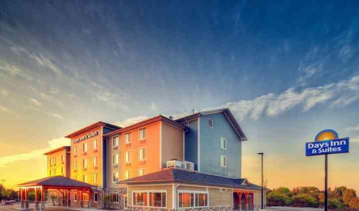 Days Inn & Suites Lindsay