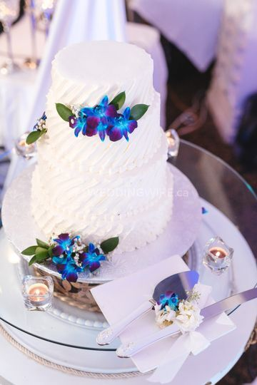 Accessorize your cake