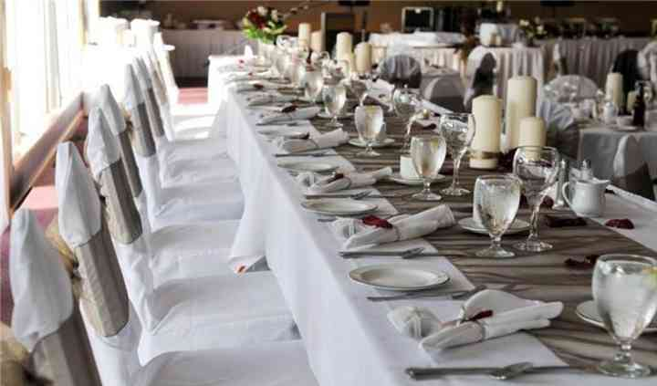 Beige sashes with table runner