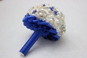 Elegant Brooch Bride