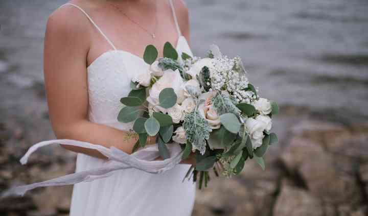 Simple white and green bouquet