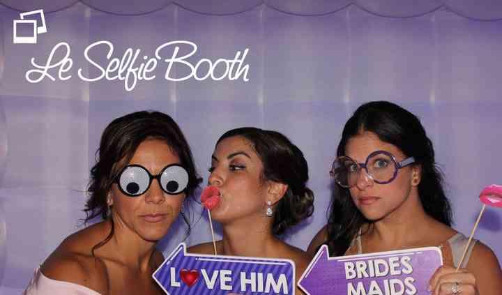 Le Selfie Booth Brides Maids.jpg