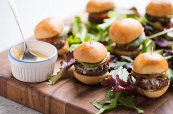 5 Ways to Serve Burgers at Your Wedding