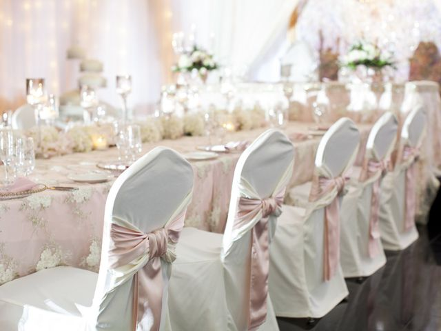 Your Guide to Wedding Reception Linens