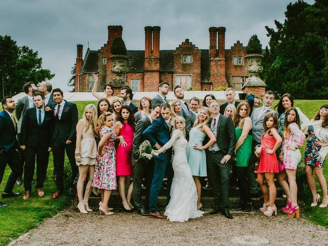 50 Things Wedding Guests Should NEVER Do