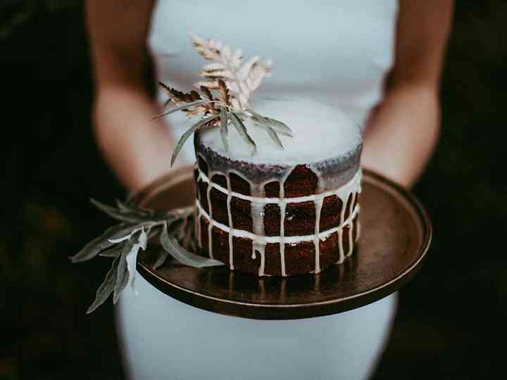 13 Drip Wedding Cake Ideas We're Totally Obsessed With
