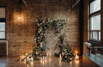 5 Ways to Decorate Your Wedding Arch