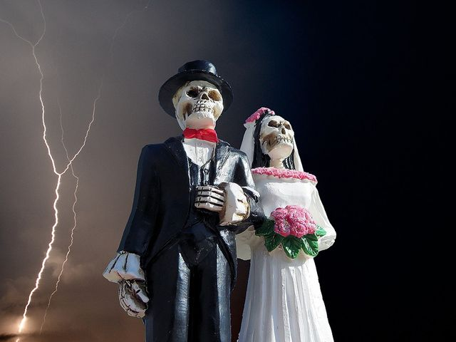 25 Awesome Halloween Wedding Ideas