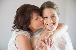5 Ways to Make Your Mom Feel Special on Your Wedding Day