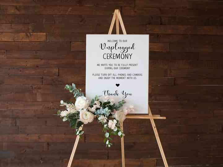 How to Let Your Guests Know You're Having an Unplugged Wedding