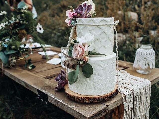 12 Rustic Wedding Cake Designs We're Totally Obsessed With
