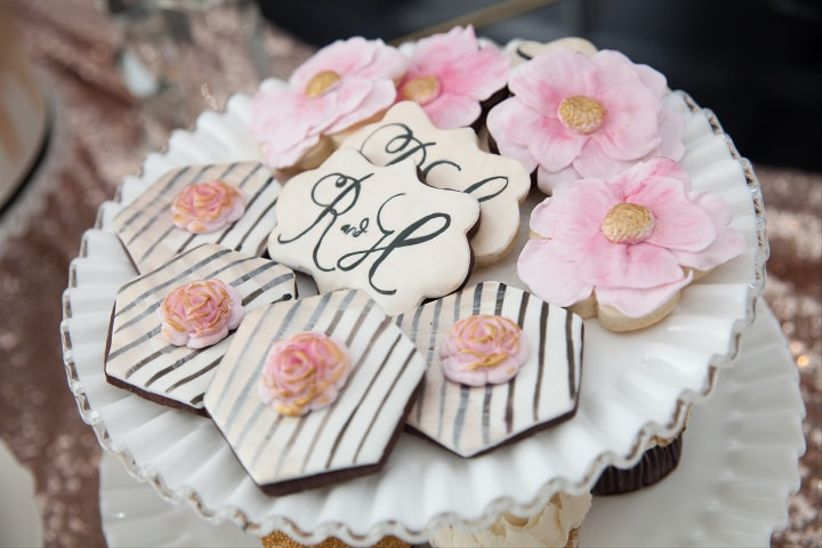 here are a few tips on bridal shower etiquette