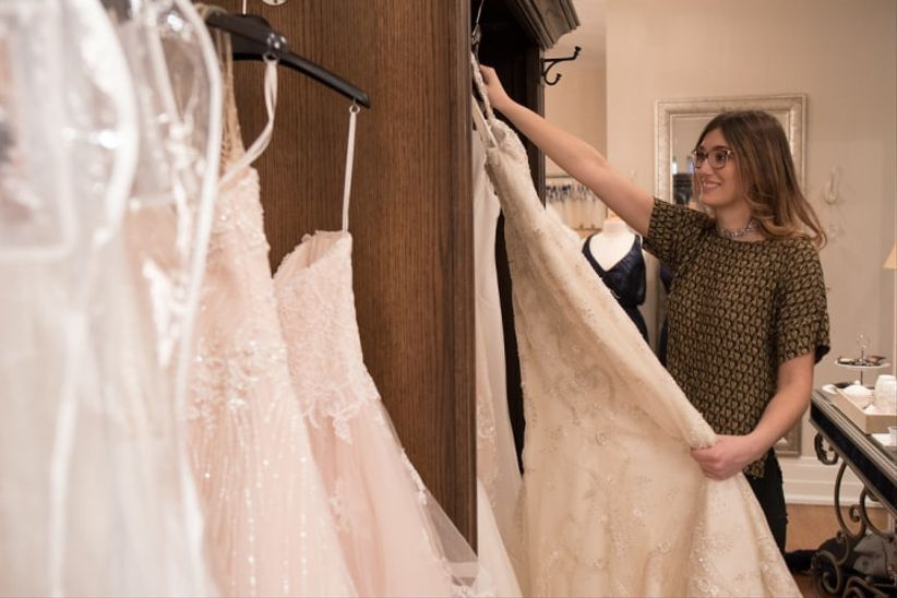 ab03687964422 6 Tips for Last-Minute Wedding Dress Shopping