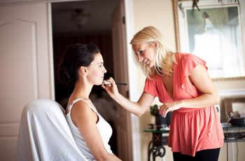 How to Choose a Wedding Makeup Artist