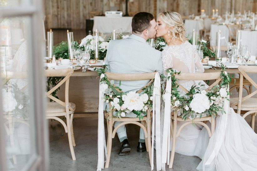ustic white wedding decor idea -