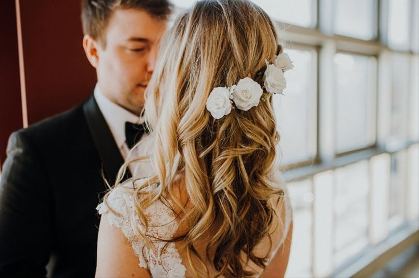 Wedding hairestyle with flowers