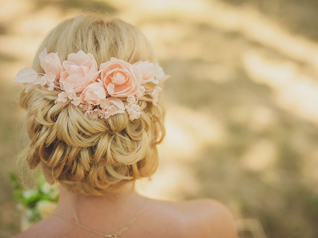 8 Instagram Approved Floral Hairdos Worthy of Your Wedding Day