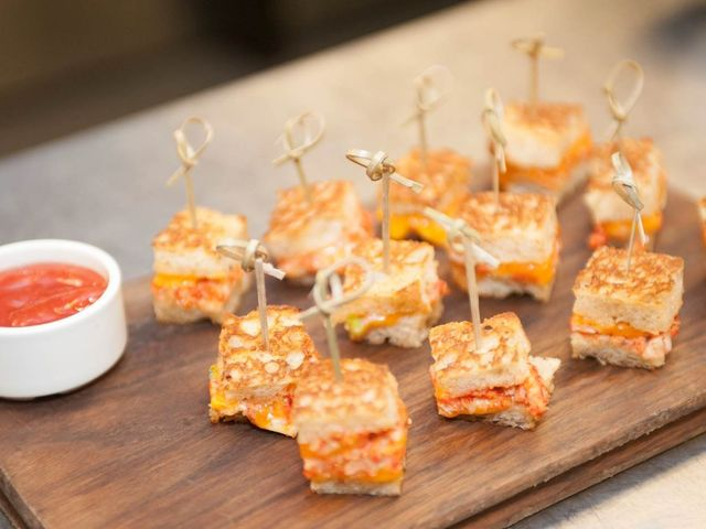 5 Ways to Serve Grilled Cheese at Your Wedding