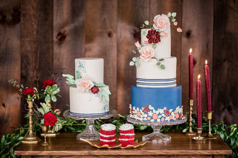 Floral decoration on wedding cake