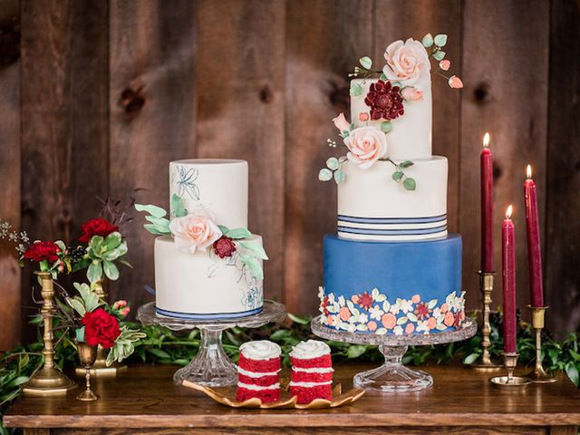 5 Ways to Add Flowers to Your Wedding Cake