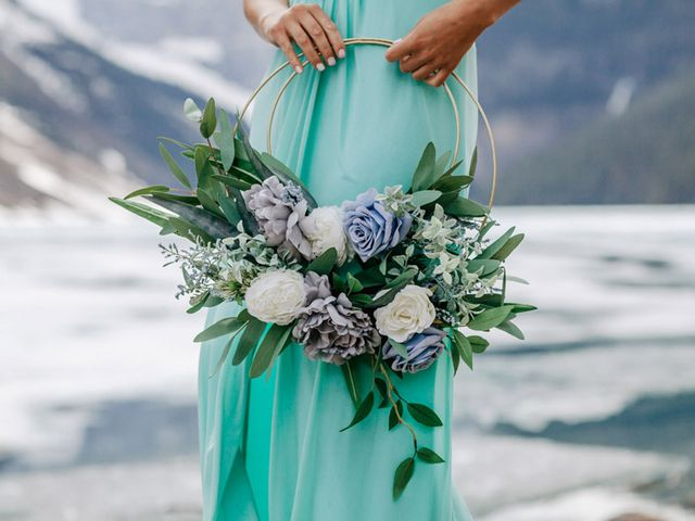 8 Ways to Embrace the Floral Hoop Trend at Your Wedding