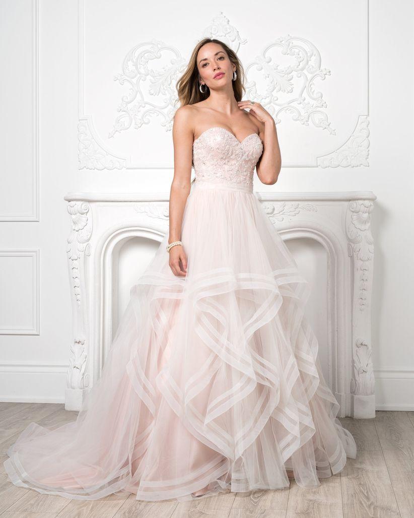 Lots of Looks Bridal & Travel