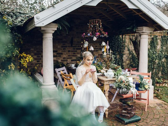19 Steal-Worthy Alice in Wonderland Wedding Theme Ideas