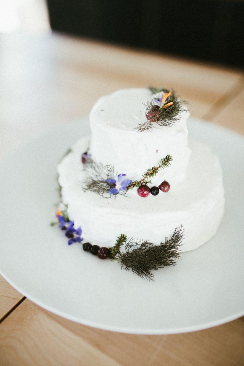 Sprid=gs and berries rustic wedding cake