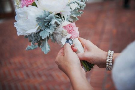 9 Ways to Honour Loved Ones on Your Wedding Day