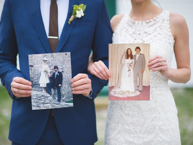 20 Fun Props to Use in Your Wedding Photos
