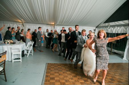9 Ways to Get Wedding Guests to Mix and Mingle