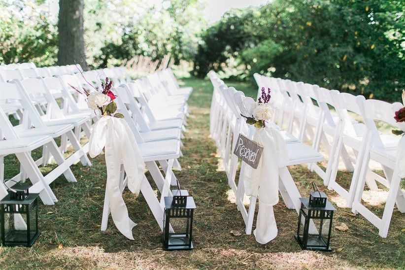 10 popular wedding chair styles