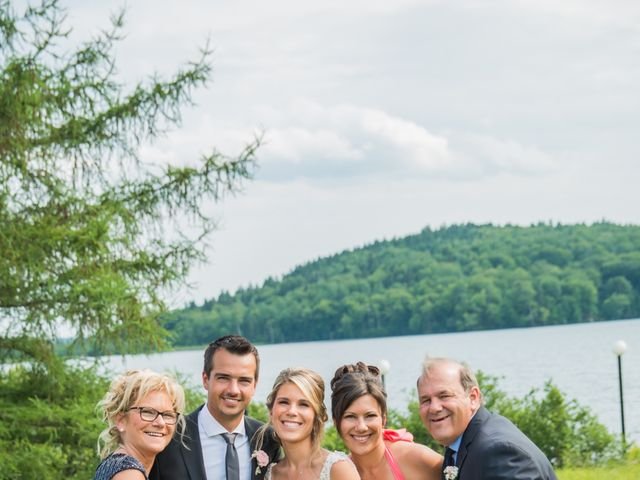 Carl and Vanessa's wedding in Lac-Delage, Quebec 30