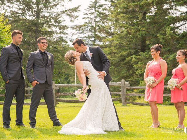 Carl and Vanessa's wedding in Lac-Delage, Quebec 32