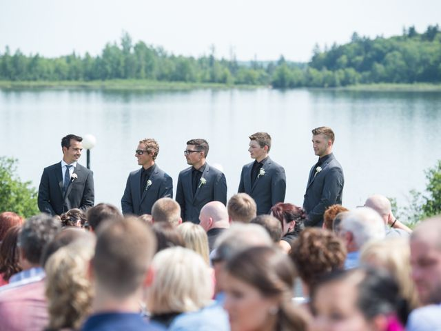 Carl and Vanessa's wedding in Lac-Delage, Quebec 15