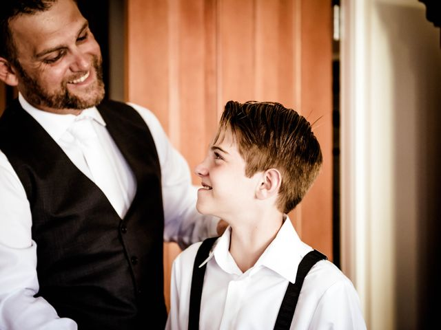 Mike and Stephanie's wedding in Pender Island, British Columbia 7