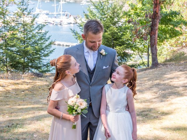 Mike and Stephanie's wedding in Pender Island, British Columbia 18