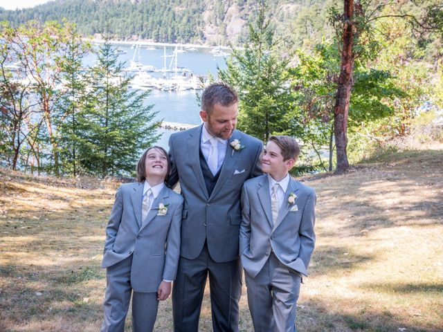 Mike and Stephanie's wedding in Pender Island, British Columbia 19