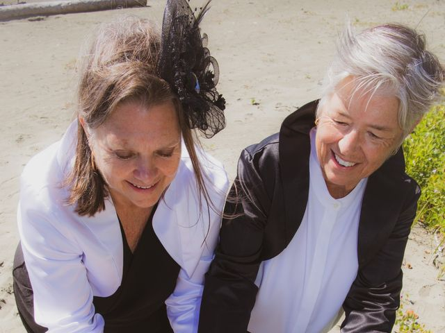Laurie and Wendy's wedding in Tofino, British Columbia 18